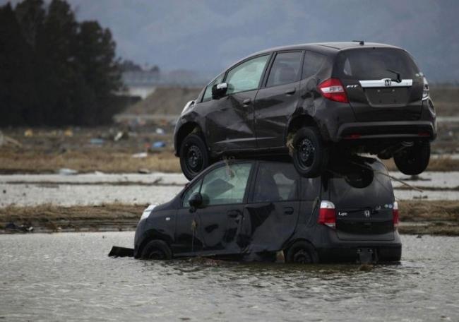 strange_car_accidents_01